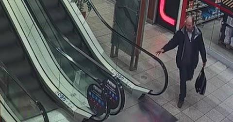Okosórát lopott Csapó utcai bevásárlóközpont egyik üzletéből