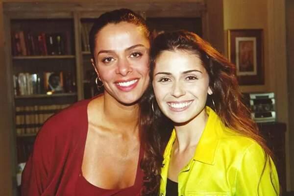 Simone (Vanessa Mesquita) e Capitu (Giovanna Antonelli), personagens inspiradas na vida real, após Manoel Carlos ler reportagem da Folha