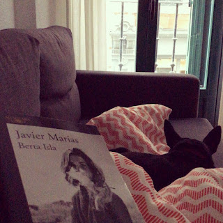 Abandonar Berta Isla por Eva: duelo de recursos narrativos