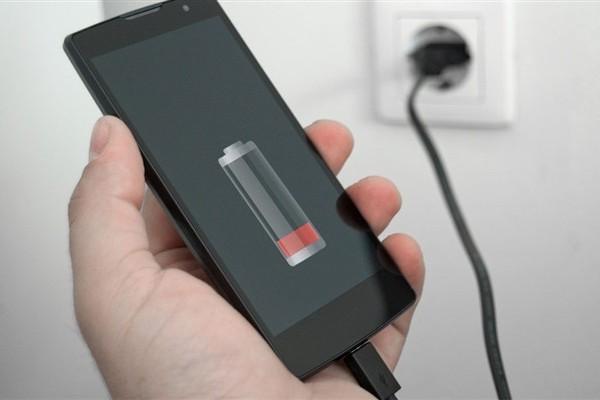 Daya baterai pada ponsel android cepat habis merupakan hal yang masuk akal 9 Cara Cas Android Supaya Cepat Penuh