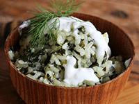 Arroz con espina y salsa de yogur