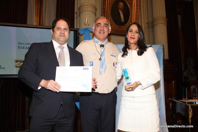 """Vanesa Noble Herrera y Felipe Noble fueron premiados con el """"Reconocimiento Siempre Listo"""" por Scouts de Argentina"""