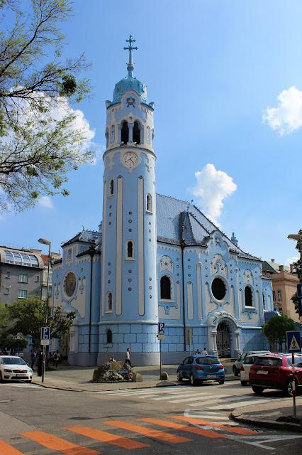 Bratyslawa w jeden dzien niebieski kościólek