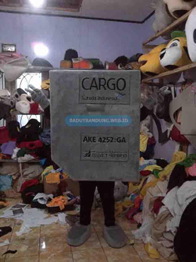Gambar badut cargo maskot garuda indonesia