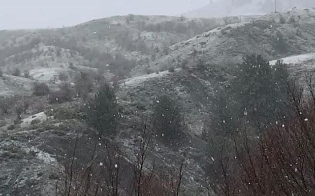 Τα πρώτα χιόνια έπεσαν στο Μέτσοβο (βίντεο)