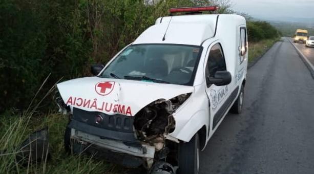 Acidente com Ambulância de Inajá deixa dois feridos  entre os municípios Pesqueira e Sanharó