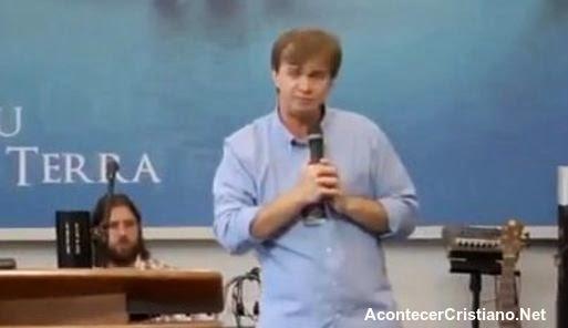 Pastor critica a cantantes cristianos que cobran dinero