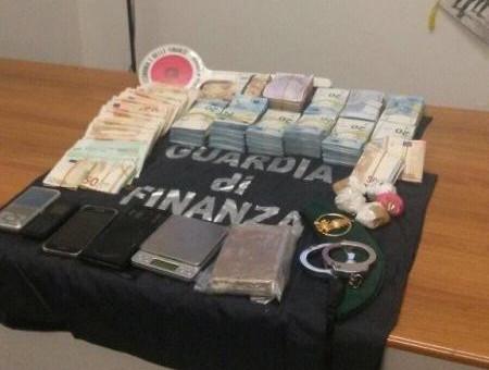 aljihawiya24 - حجز مخدرات و140مليون سنتيم مخبأ بمخدات لدى مغربي بإيطاليا