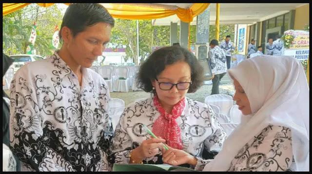 Lulus Seleksi Administrasi PPPK 2021, Guru Honorer Ini Sujud Syukur