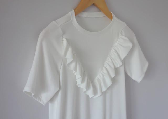 bluzka z falbaną na piersiach