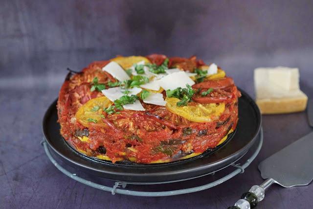tomates multicolores , courgettes , aubergines , olives, legumes du soleil