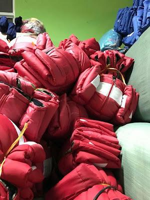 Mấu áo từ thiện màu đỏ