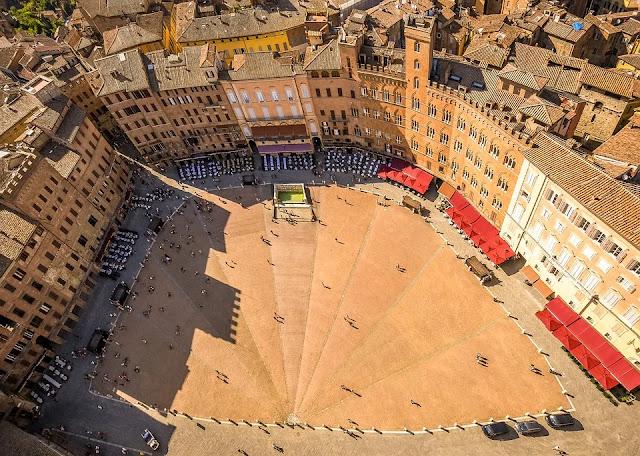 piazza del campo-Siena-Palio