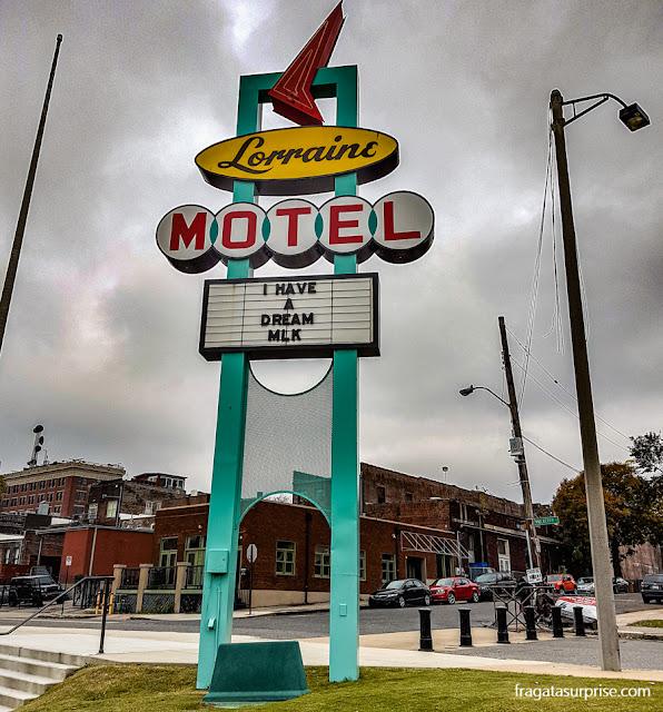 Letreiro do Lorraine Motel, onde está instalado o Museu Nacional dos Direitos Civis, em Memphis, EUA
