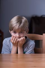 كيف تتعامل بوعي مع طفلك الذي يخاف الأماكن المظلمة :