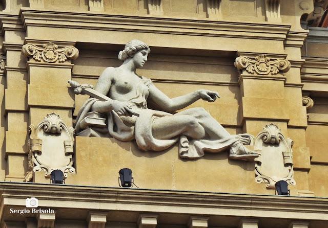 Close-up da Escultura Justiça - Palácio da Justiça SP - Sé