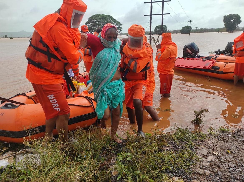 VIDEO: India redobla esfuerzos de rescate tras las lluvias sin precedentes que dejan decenas de muertos