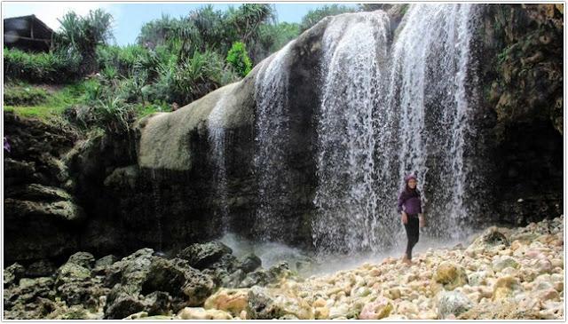 Air terjun di Pantai Jogan;10 Top Destinasi Wisata Gunung Kidul