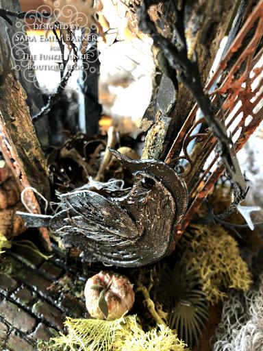 Sara Emily Barkerhttps://sarascloset1.blogspot.com/2020/09/an-altered-birdhouse-with-tim-holtz.html #timholtz #sizzix #chapter3 (4)