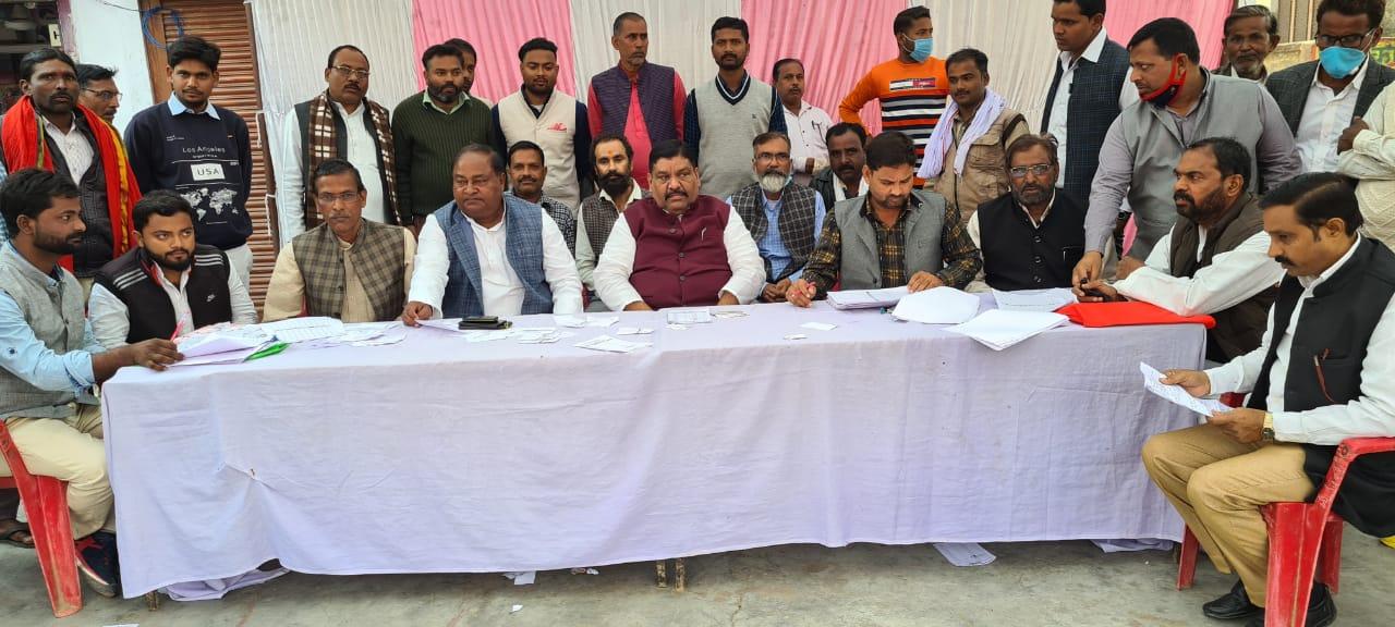 अरविन्द सिंह गोप ने एमएलसी चुनाव में मतदान कैम्प पहुँच कर बढ़ाया कार्यकर्ताओं हौसला