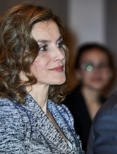 Queen Letizia the course Zero Hunger: it is possible at Euroforum, Letizia wore Felipe Varela Coat, Hugo Boss trousers