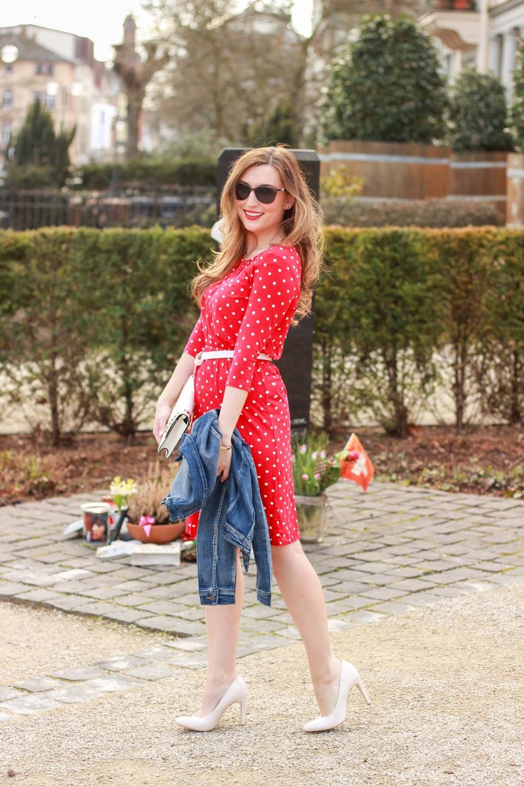 Fashionblogger aus Deutschland - Deutsche Fashionblogger - Fashionblog - German Fashionblog-Rotes Kleid - Punktchenkleid