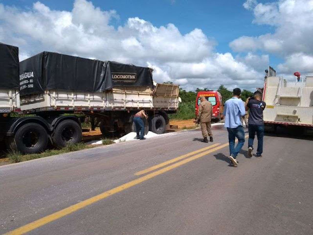 Caminhão tanque com produto tóxico tomba na BR 364