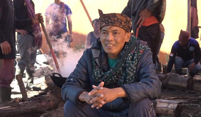Suku Tengger di Ranupani Peringati Hari Raya Karo