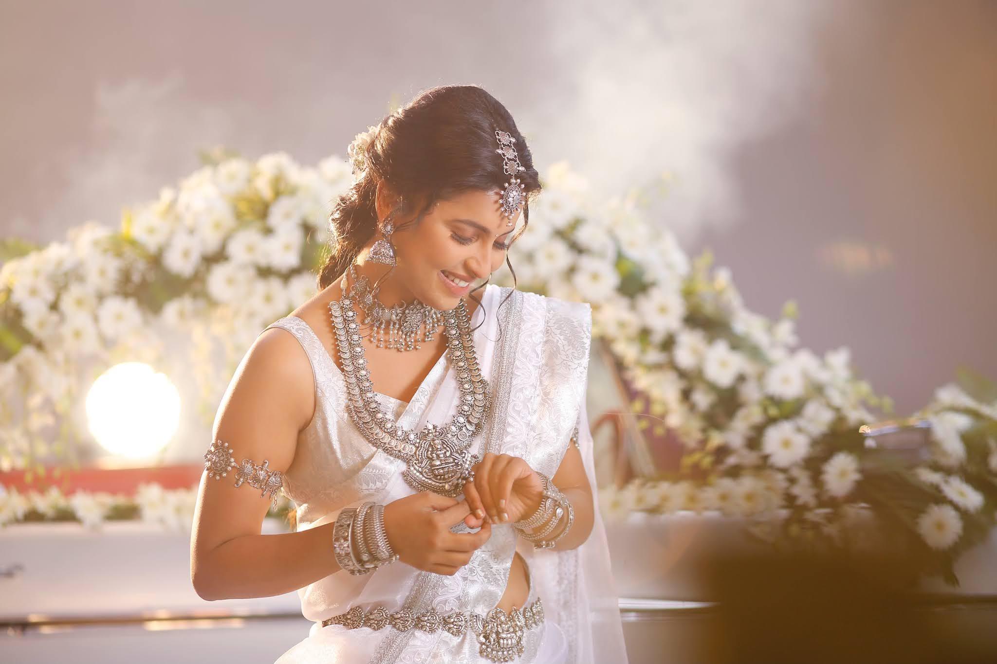 actress Anicka Vikhraman photos