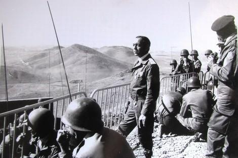 رصيف الصحافة: جنرالات الجزائر خططوا لانقلاب الجيش ضد الحسن الثاني