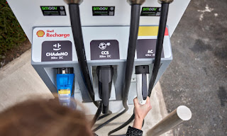 Shell Recharge points will cost a discounted 25p per kilowatt hour of power until June next year, when the price will revert to its normal level of 49p per kWh. (Photograph Credit: Ed Robinson/Shell) Click to Enlarge.