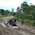 Jalan Simpang Long Hubung Rusak Parah, Satu Mobil Tenggelam Dilumpur