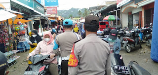 Patroli Dialogis Pasar Sudu Kapolsek Alla Himbau Pedagang Dan Pengunjung Pasar Agar Mematuhi Protokol Kesehatan