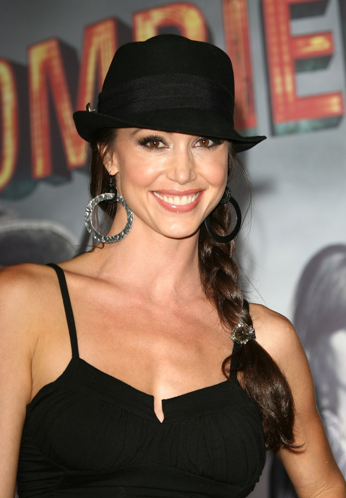 Shannon Elizabeth Biography and Photos - Girls Idols Wallpapers and Biography