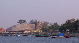 Menikmati Sensasi Wisata Pantai Kartini Jepara