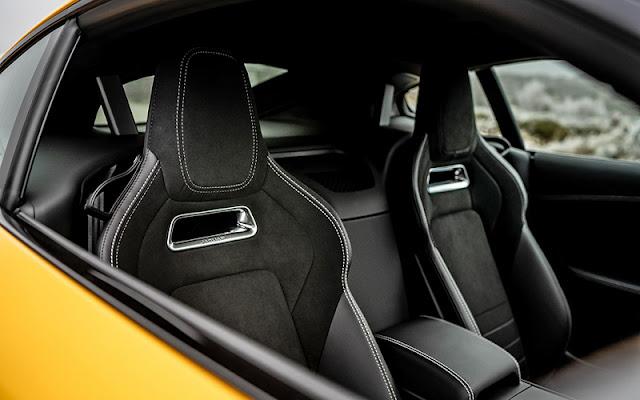 Jaguar F-Type chỉ có 2 ghế nhưng thiết kế rất tỉ mỉ