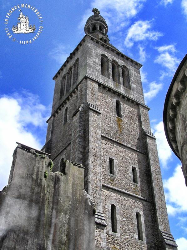 La france medievale quimperle 29 eglise romane sainte for Eglise romane exterieur
