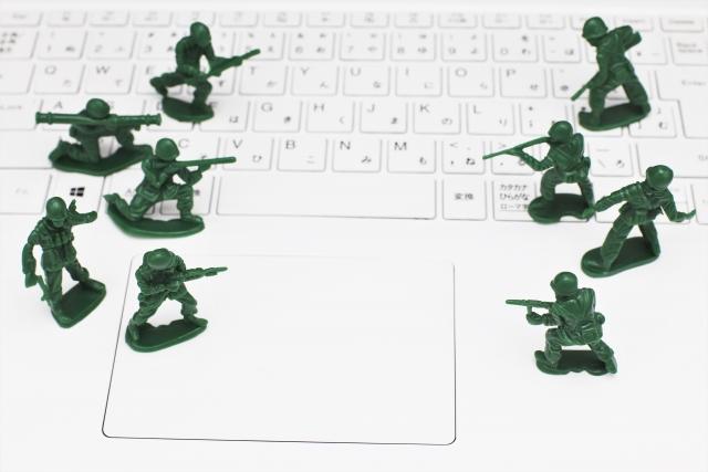 キーボード上の兵士たち