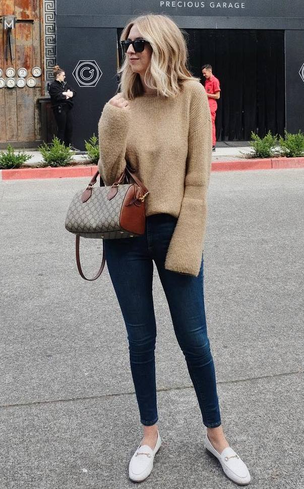 comfy winter outfit / loafers + bag + nude sweater + skinny jeans