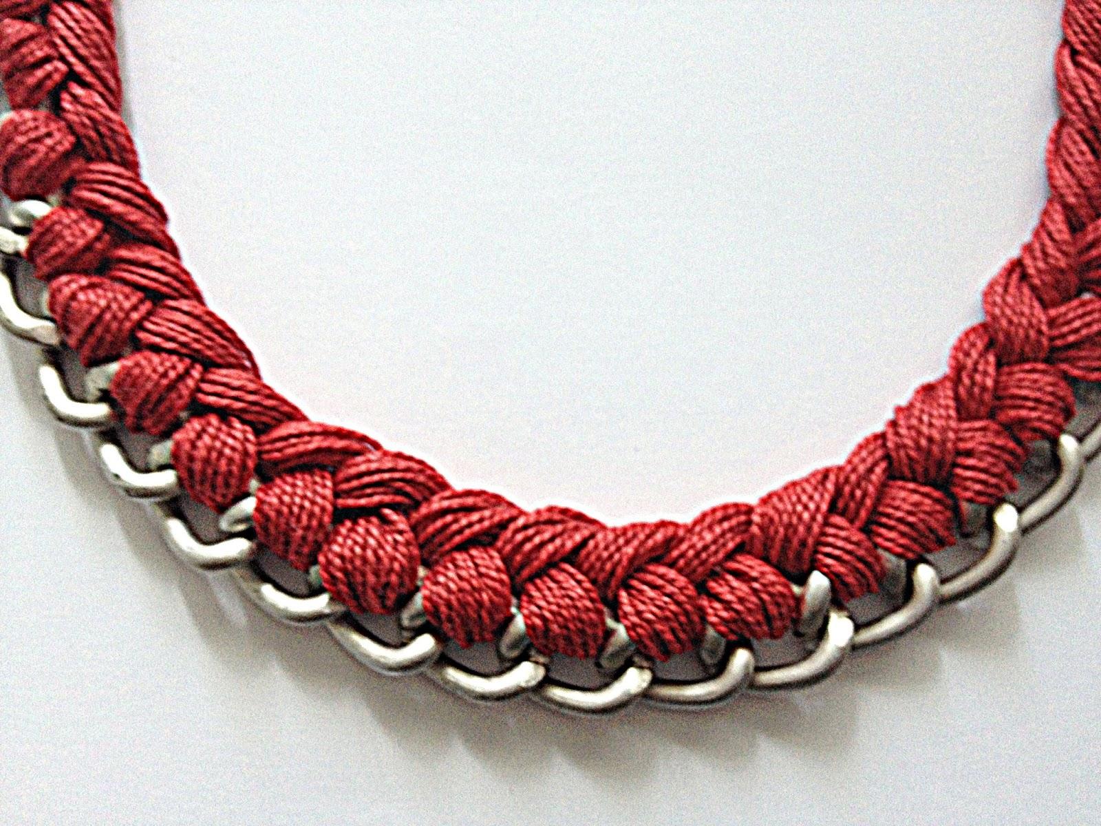 ec782b5f847d Aloumiño  Collar plateado con cadena e hilo