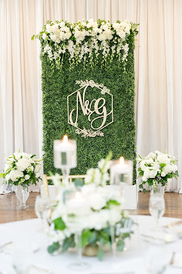 hedge wall decor in wedding reception with flowers