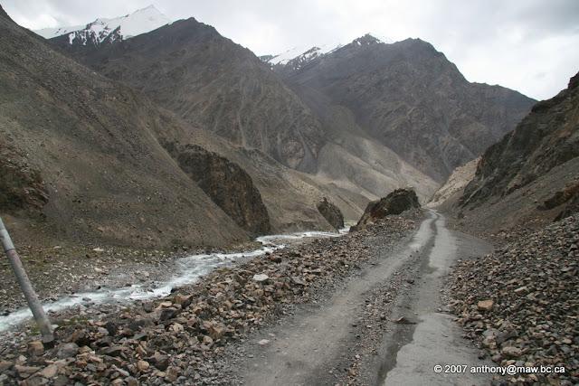 dangerous road in the world\