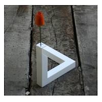 Un vase aux formes bien particulières qui créent une illusion d'optique