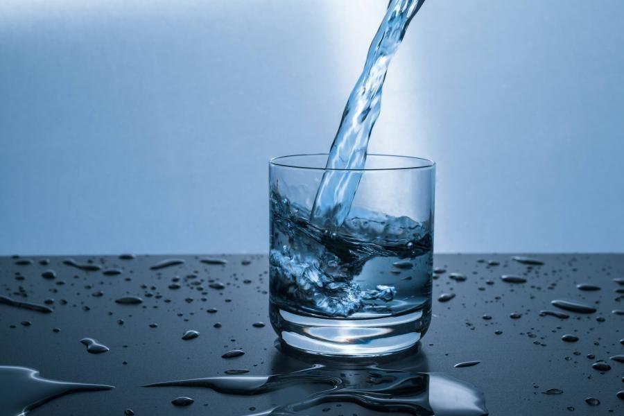 vaso-de-agua-o-vaso-con-agua-real-academia-espanola
