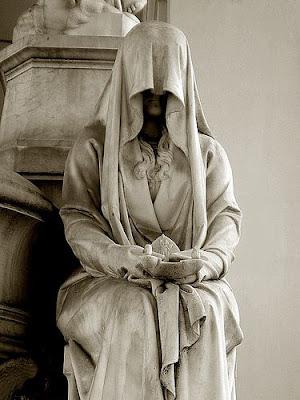 Giải mã giấc mơ thấy khăn tang & ngủ nằm mơ thấy vải liệm