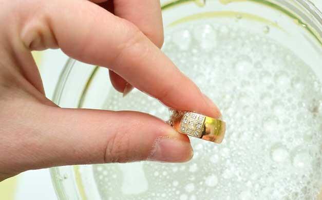 Cara merawat cincin berlian dengan benar dan tepat