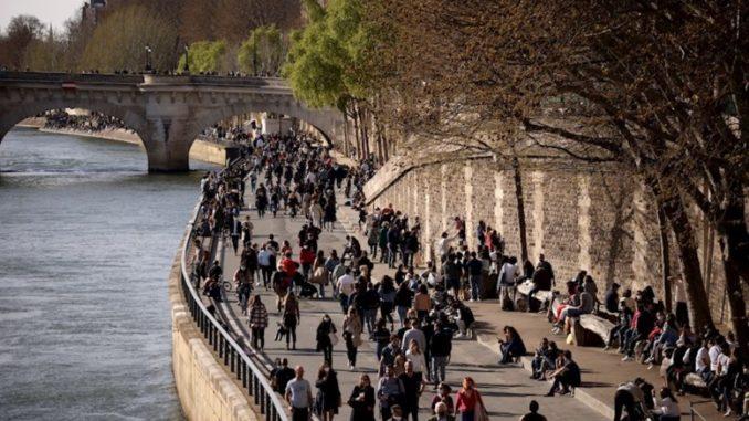 100% de las personas en residencias en Francia recibieron primera dosis