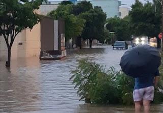 Chuva forte provoca vários pontos de alagamentos em Guanambi