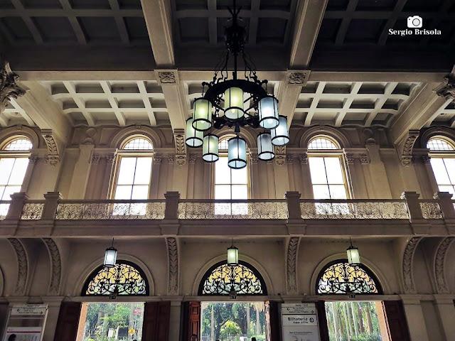 Vista interior do hall principal da Estação da Luz - São Paulo