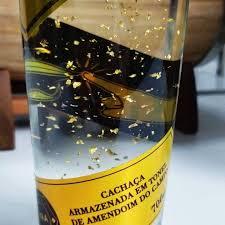 cachaça brasileira com flocos de ouro 24k